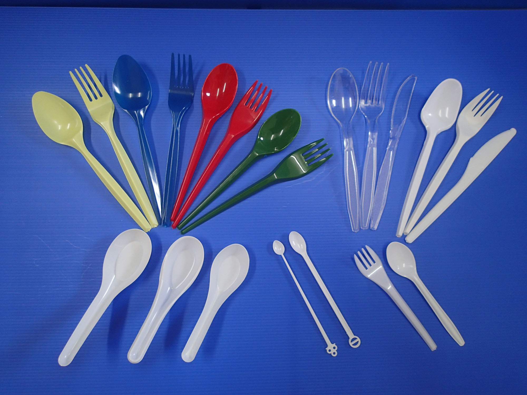 53607e75685ad9d86f0002ca_C4%20Forks%20%26%20Spoons.jpg