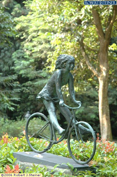 Singapore Botanic Gardens, Girl on a Bicycle Sculpture